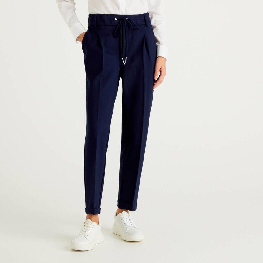 Pantalón liso con cordón