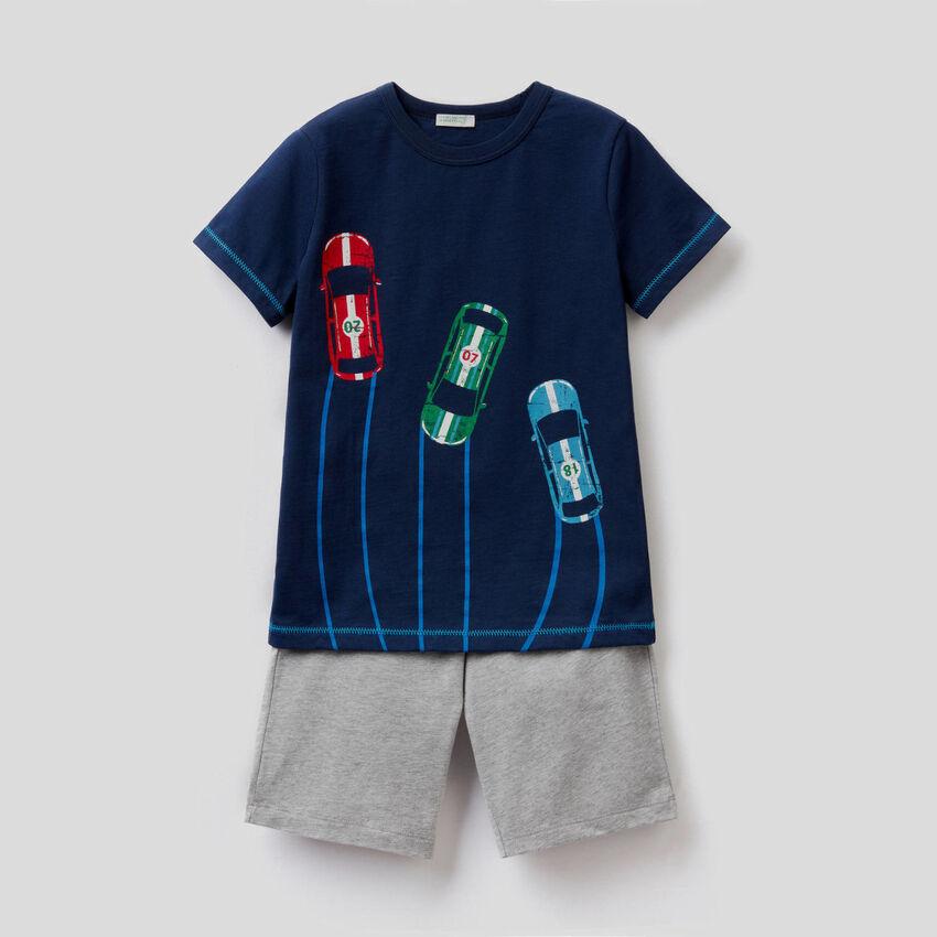 Pijama con bermudas y camiseta de algodón