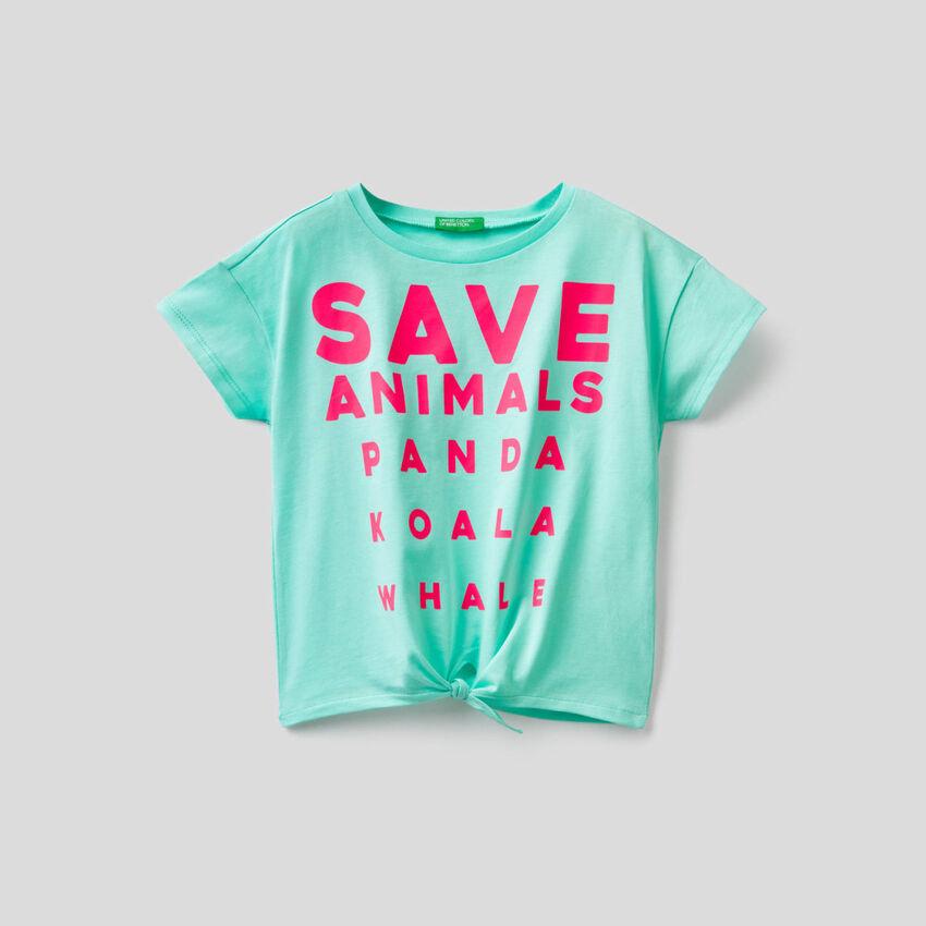 Camiseta con lazo en el bajo