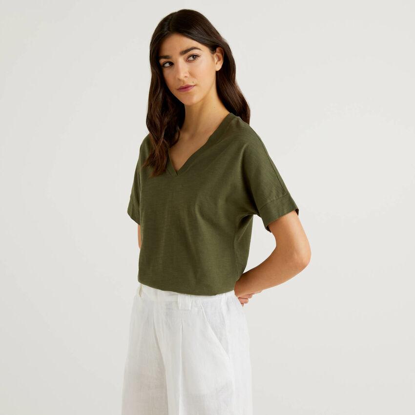 Camiseta de 100 % algodón con escote de pico
