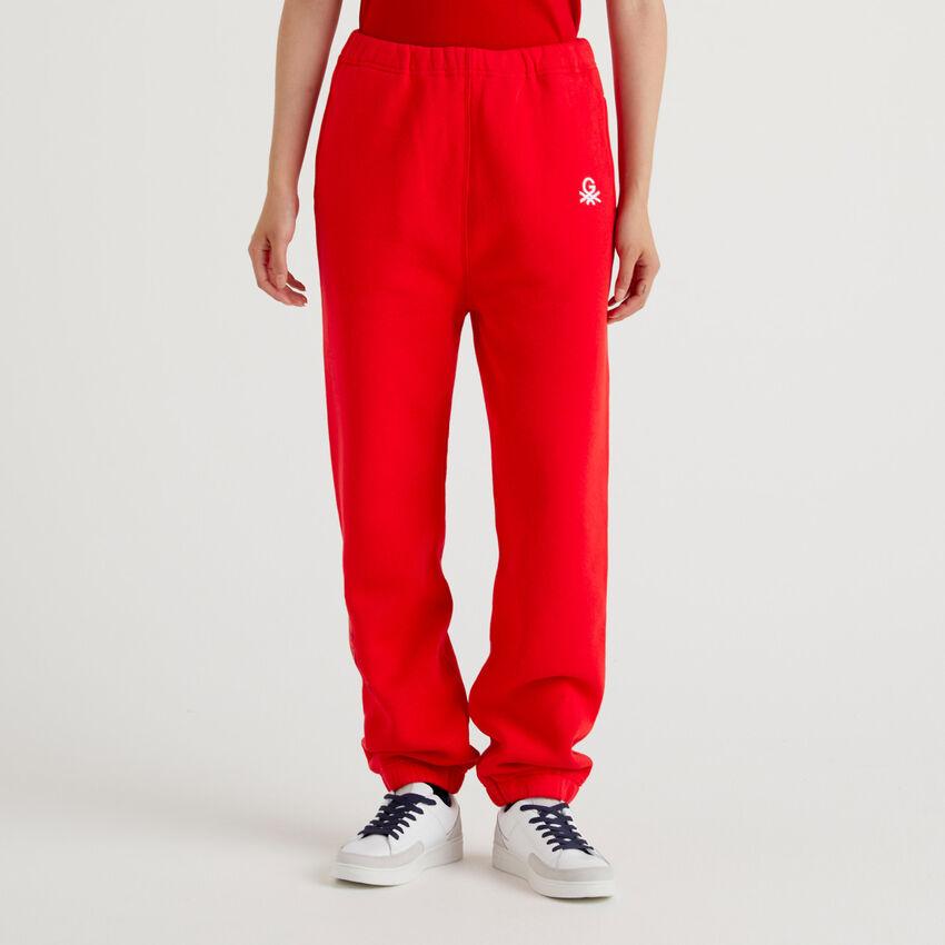 Pantalón deportivo unisex rojo by Ghali con bordados