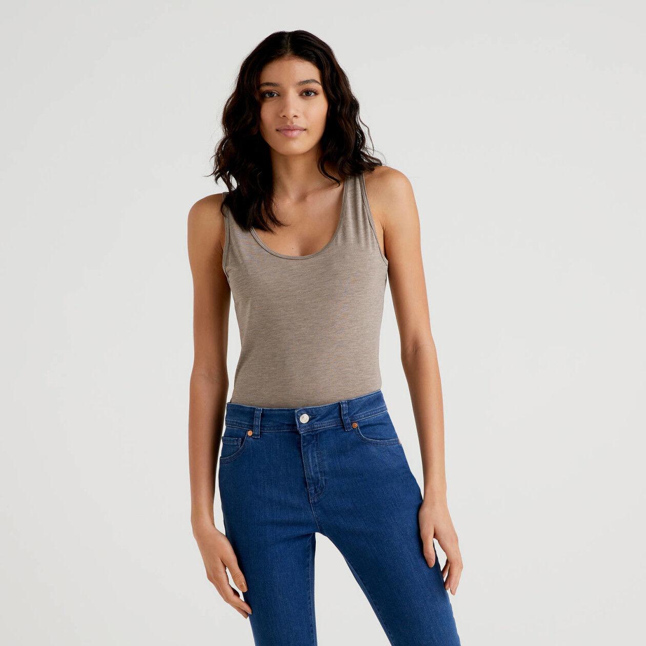 Camiseta de tirantes con escote redondo