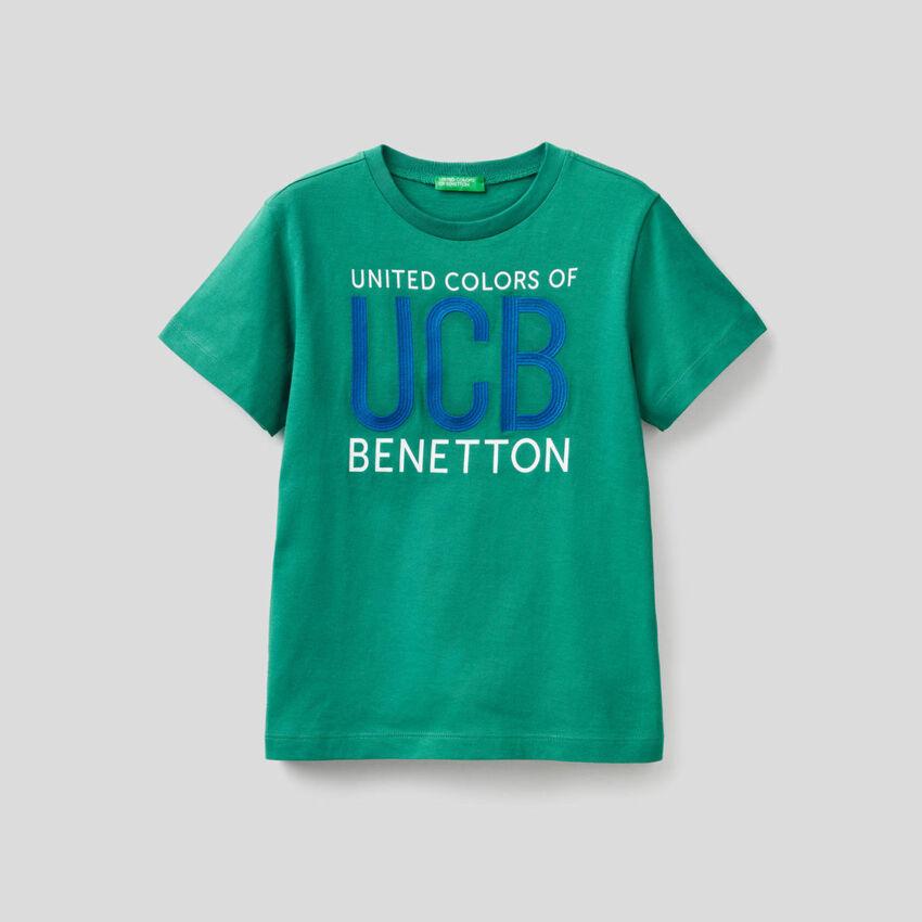 Camiseta de 100 % algodón con logotipo bordado