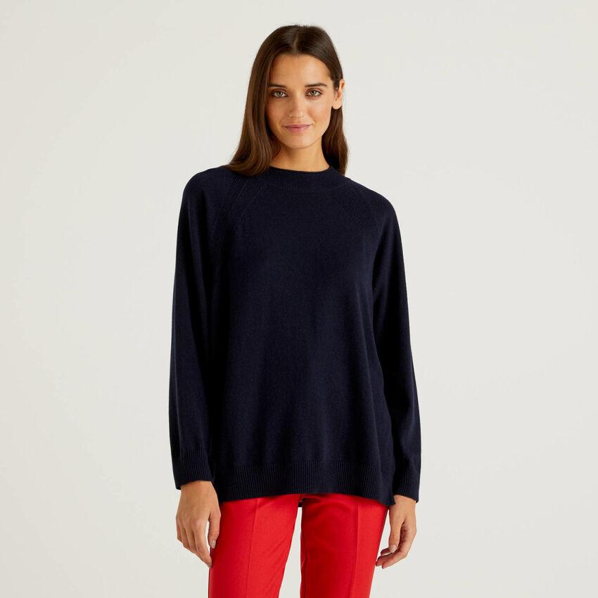 Jersey azul oscuro en mezcla de lana y cachemira