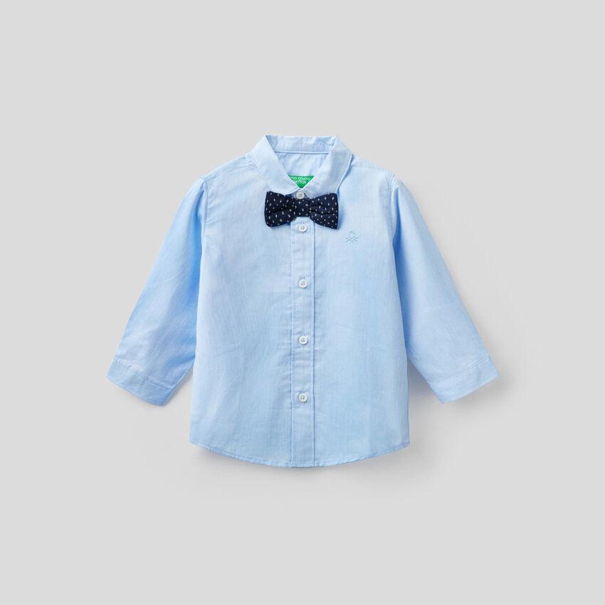 Camisa de algodón con pajarita