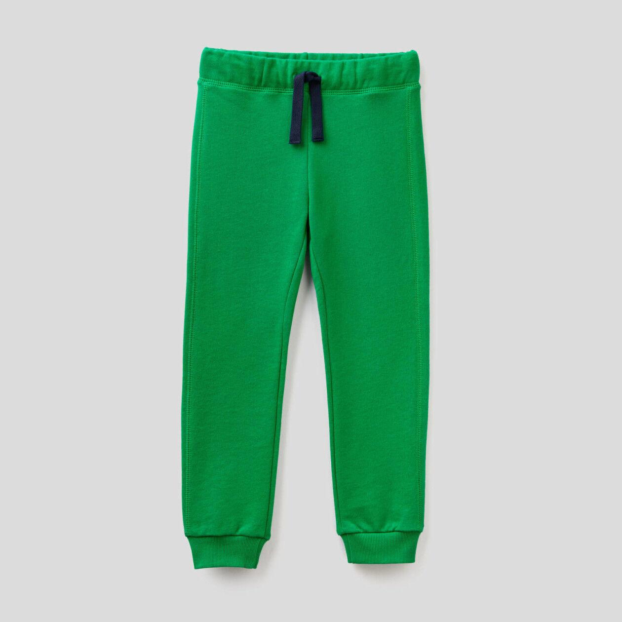 Pantalón con bolsillo y maxilogotipo