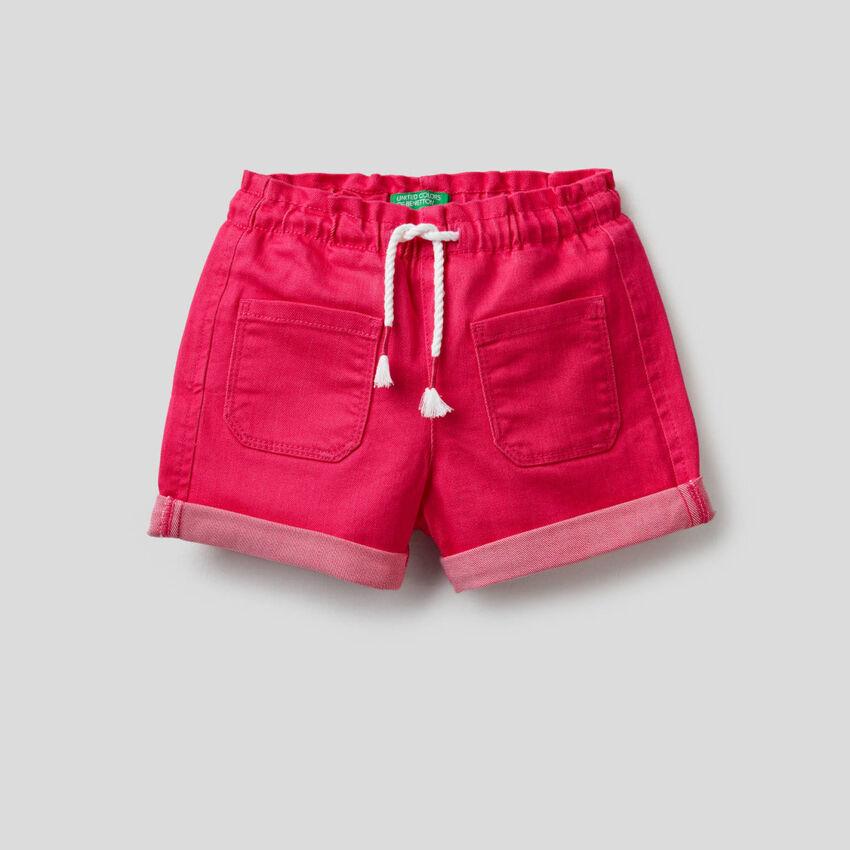 Pantalón corto con cintura elástica