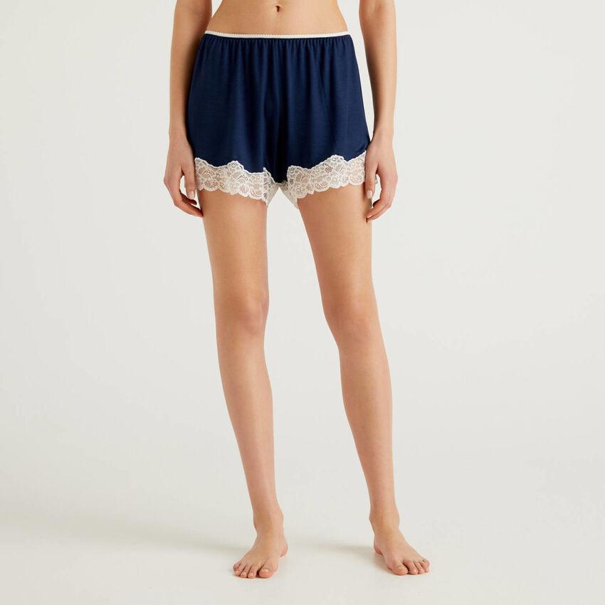 Shorts con encaje