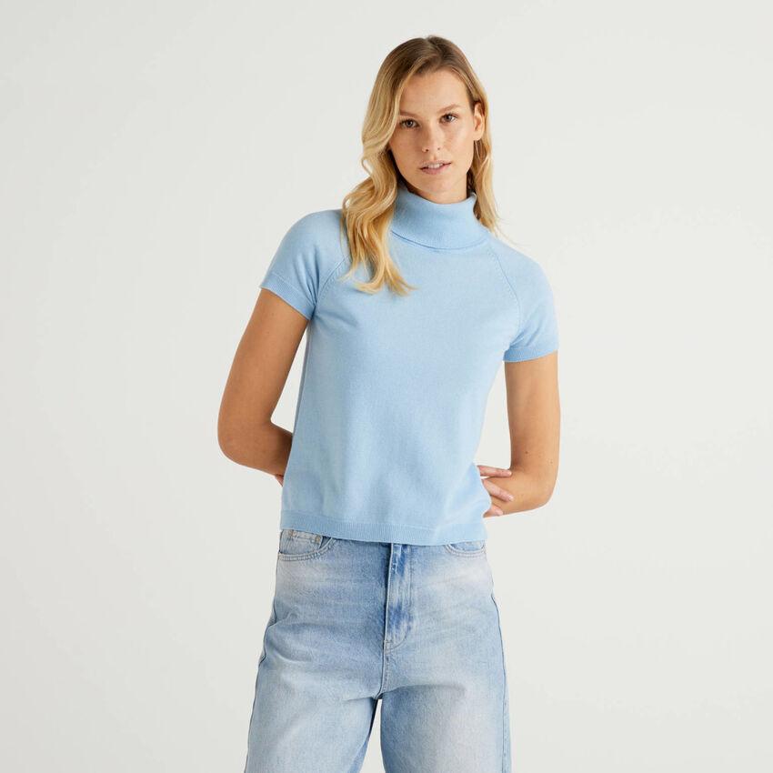 Jersey de cuello alto azul de manga corta en mezcla de lana y cachemir