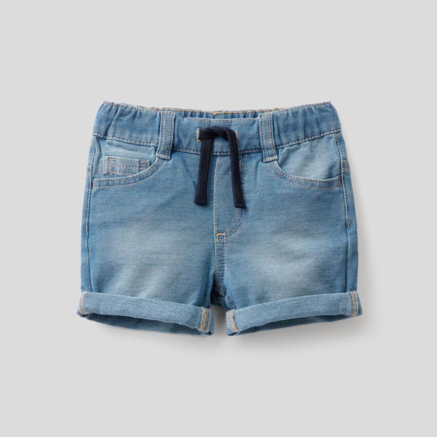 Pantalón corto de felpa de efecto denim