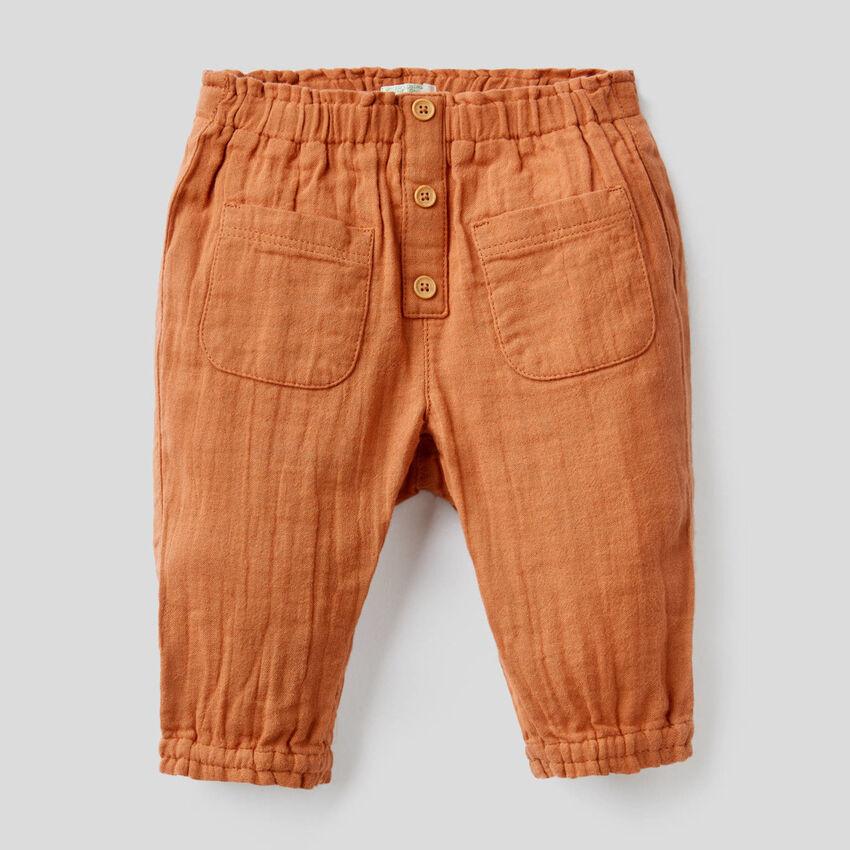 Pantalón con cintura y bajo fruncidos