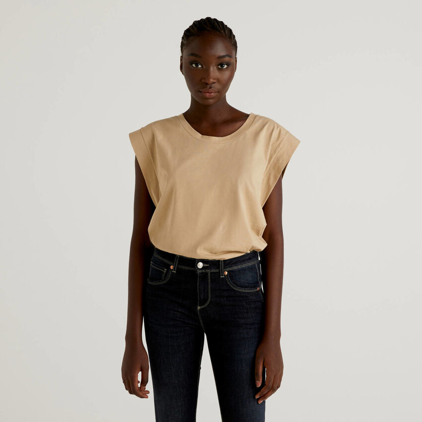 Camiseta de algodón con manga casquillo