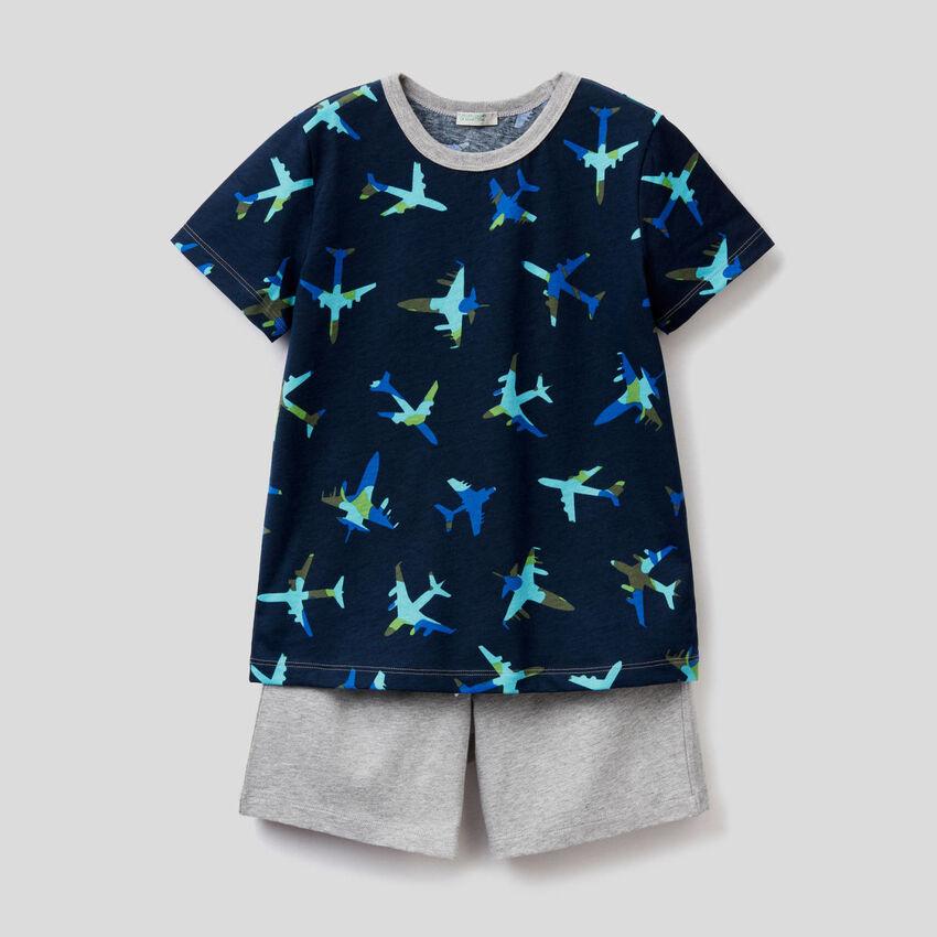Pijama con camiseta y bermudas