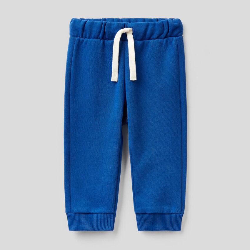 Pantalón de felpa con logotipo bordado