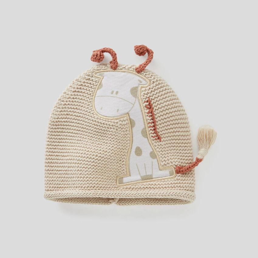 Gorro de tricot con aplicaciones