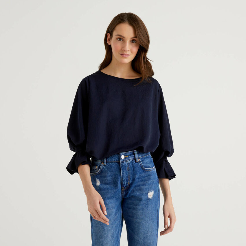 Blusa con mangas fruncidas