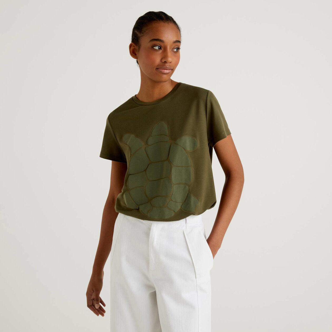 Camiseta con estampado de tortuga