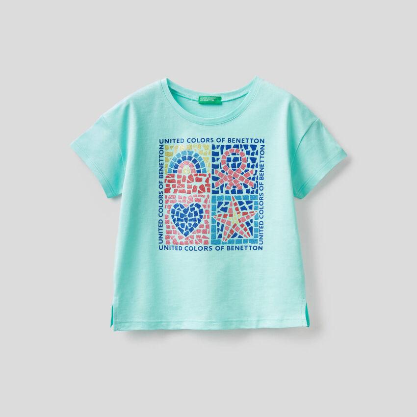 Camiseta con estampado de glitter