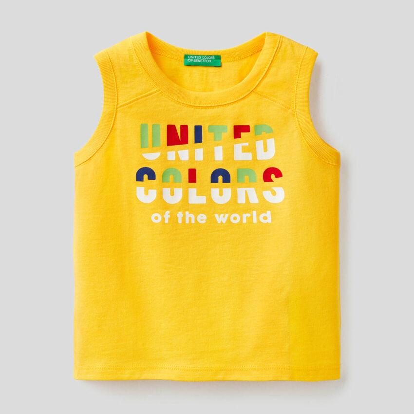 Camiseta de tirantes amarilla con estampado