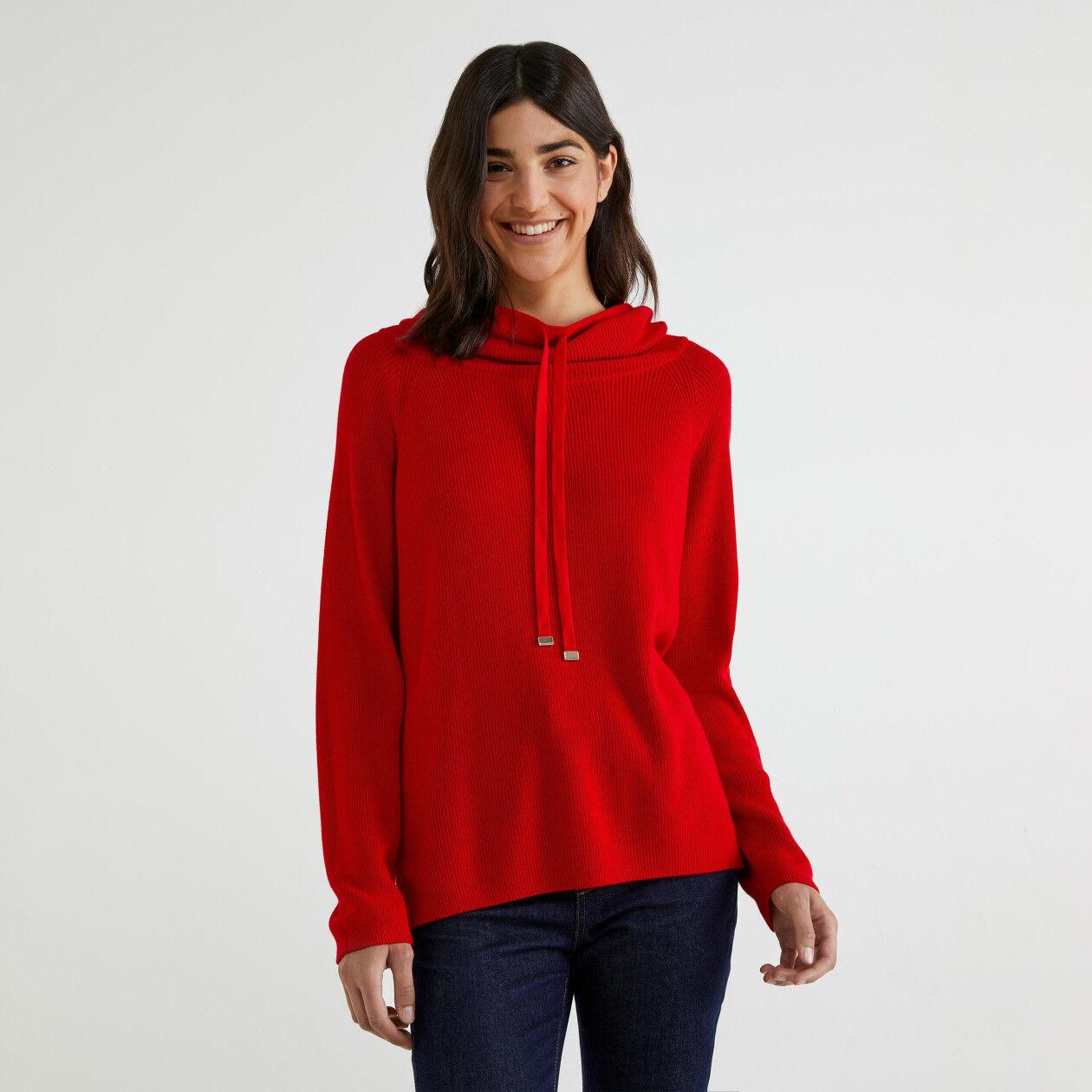Jersey de cuello alto con cordón de ajuste