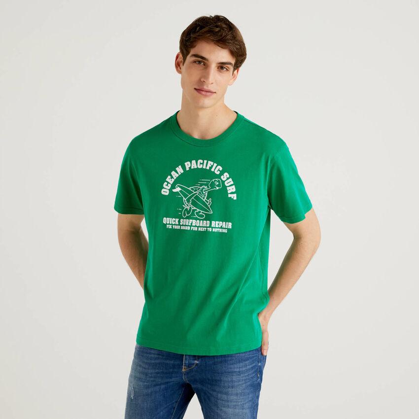 Camiseta verde de 100 % algodón con estampado