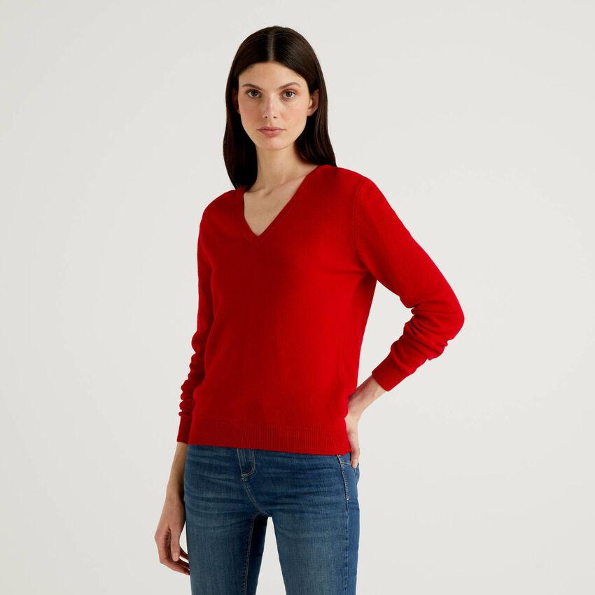 Jersey de pura lana virgen rojo con escote de pico
