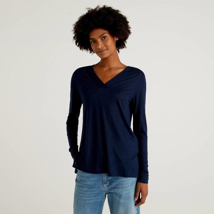 Camiseta de viscosa y lana con escote de pico