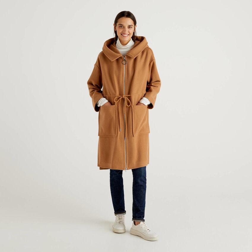 Abrigo de lana mixta con capucha