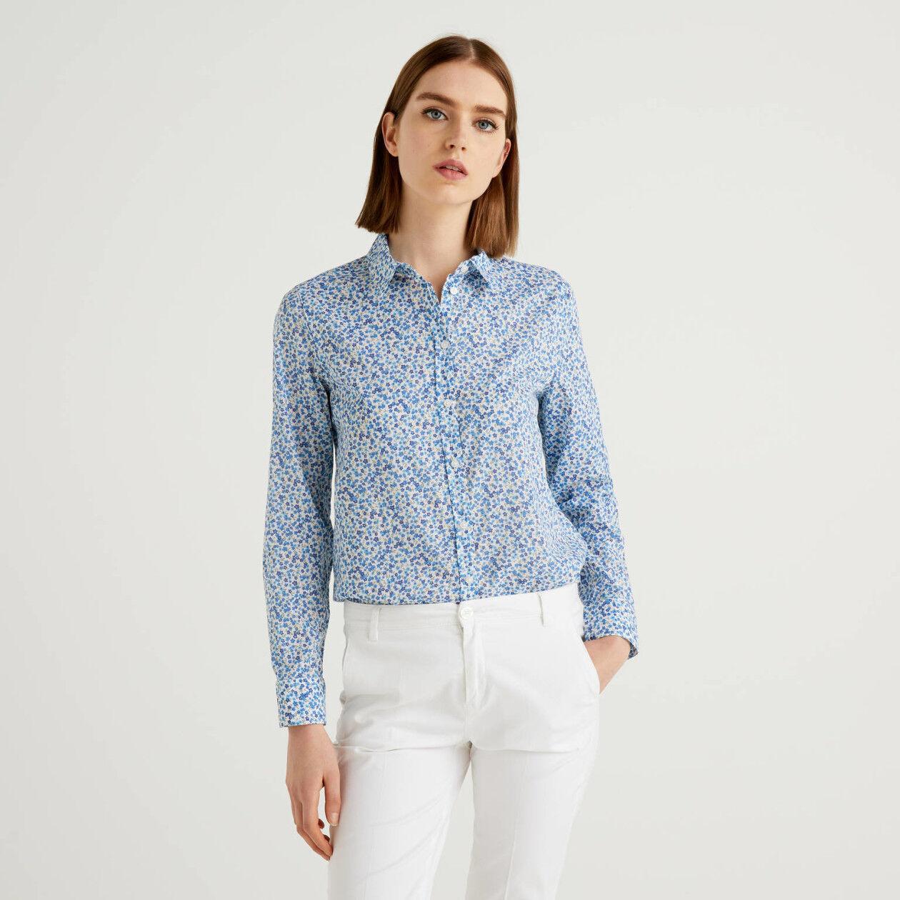 Camisa con estampado floral azul de 100 % algodón