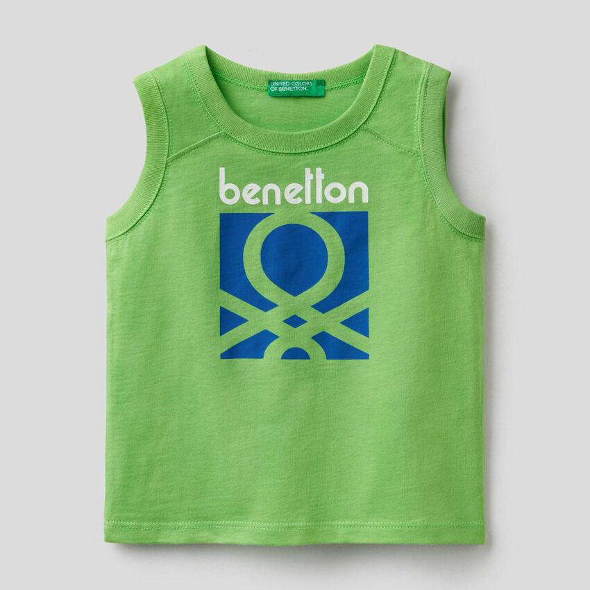 Camiseta de tirantes verde con estampado de logotipo